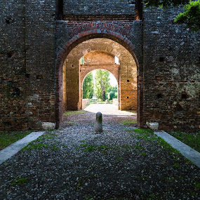 Ancient walls by Andrea Fraccaroli - Buildings & Architecture Public & Historical