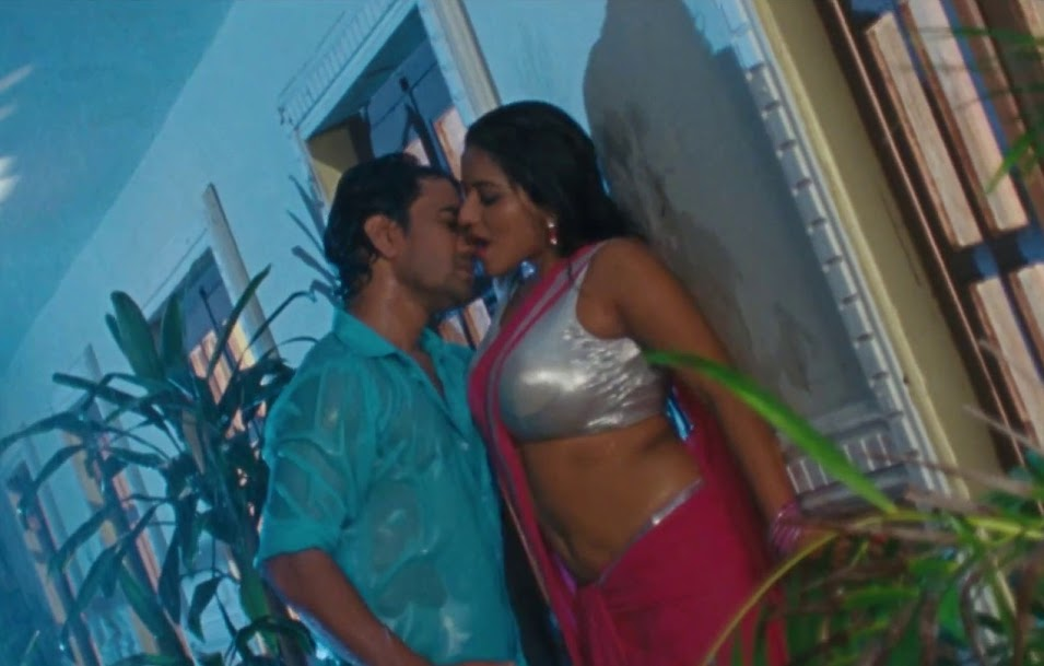 Bhojpuri Actress Monalisa and dinesh lal hot scene