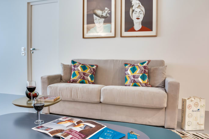 Bright living area at Temple II Serviced Apartment, Marais