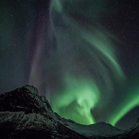 aurora over the hills by Benny Høynes - Landscapes Starscapes