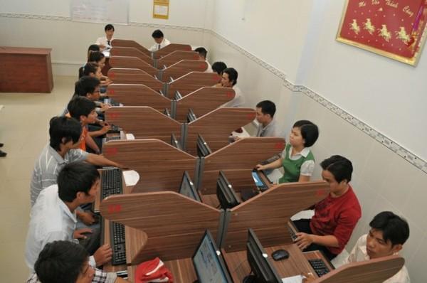 C:\Users\DMCL\Desktop\15-bo-de-thi-sat-hach-lai-xe-b2-tai-lieu-vang-cho-nguoi-hoc-lai-xe.jpg