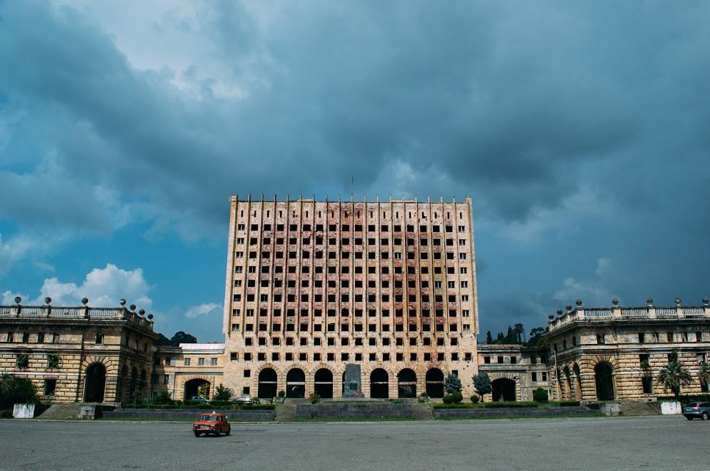 Вид с заброшенного здания Совета министров советской Абхазии