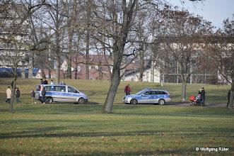 Photo: Vor lauter Polizei kaum noch Platz für Fußgänger