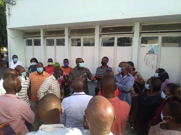 Kaloleni's chief explains a point to mourners at Pandya Memorial Hospital mortuary on Monday.