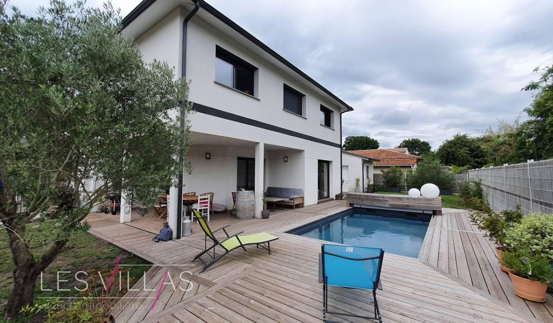 Maison avec piscine et terrasse Le Taillan-Médoc