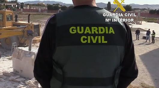 La Guardia Civil rescata a un trabajador atrapado entre dos planchas de mármol