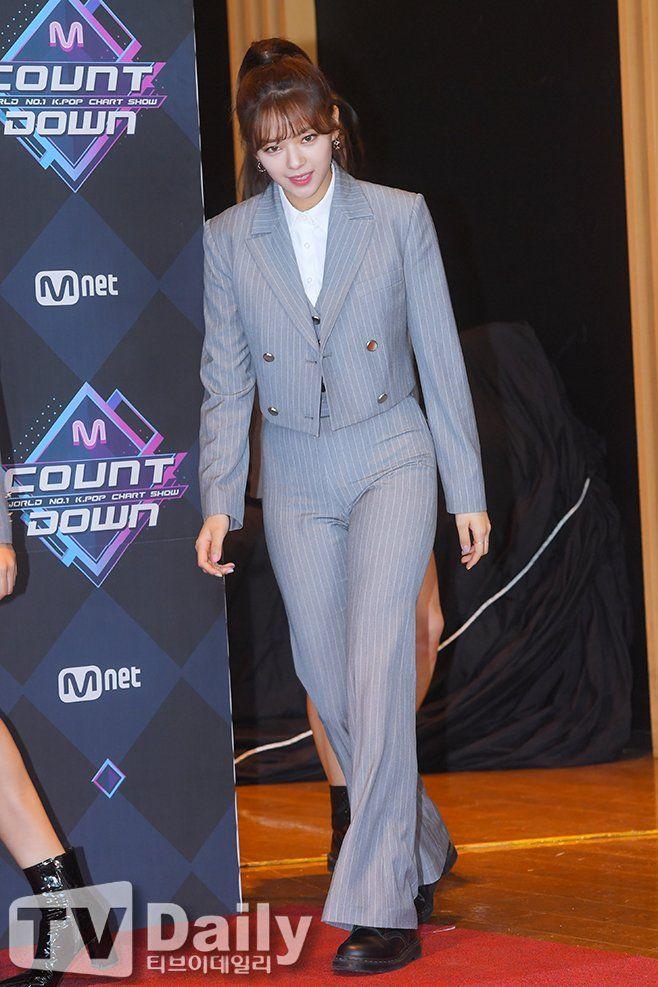 jeongyeon suit 54