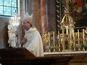 Photo: Unser Bischofsvikar bei der Predigt.