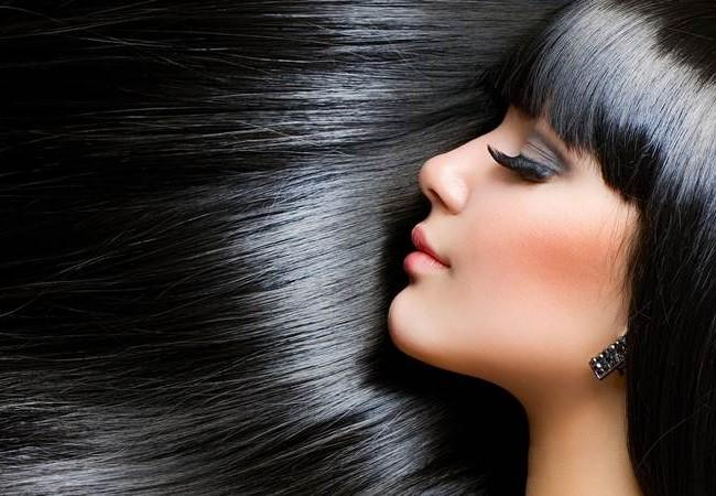 Выпрямление волос брюнетки