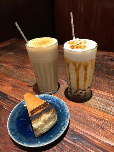 紅玉烏龍蛋糕好好吃❤️ 下次來試試優雅的用紅酒杯喝茶