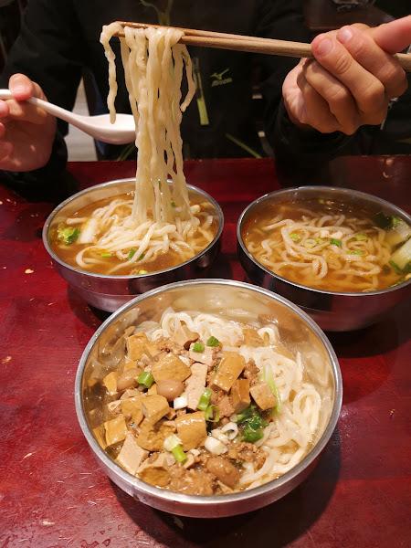 東呷牛肉麵