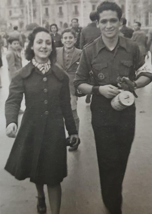 La joven durante el Día de la Cruz Roja de 1940.