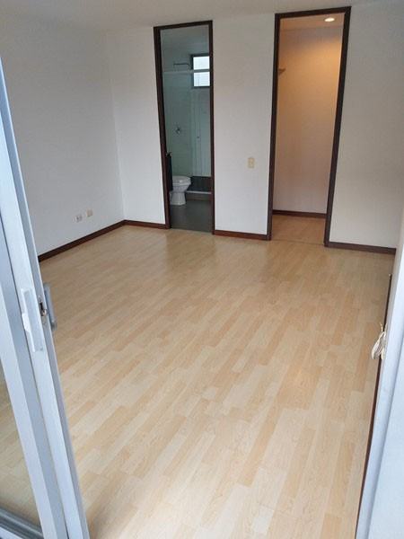 apartamento en arriendo milla de oro 679-21124