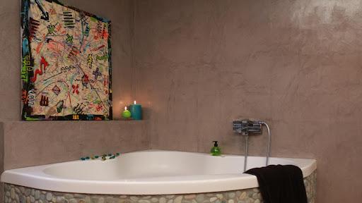 Béton ciré dans votre salle de bain: résiste à l'eau