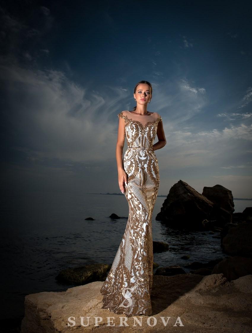 Бежевое вечернее платье фото