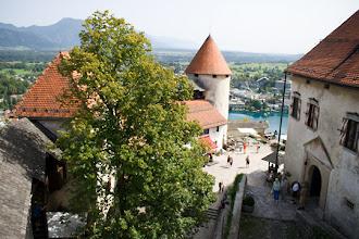 Photo: Näkymä 100 metriä Bled-järven pinnan yläpuolella sijaitsevasta linnasta, joka rakennettiin 1000-luvulla.