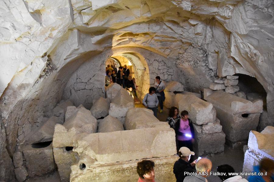 Пещера саркофагов. Горы Кармель. Национальный парк Бейт Шеарим. Экскурсия гида по Израилю Светланы Фиалковой.