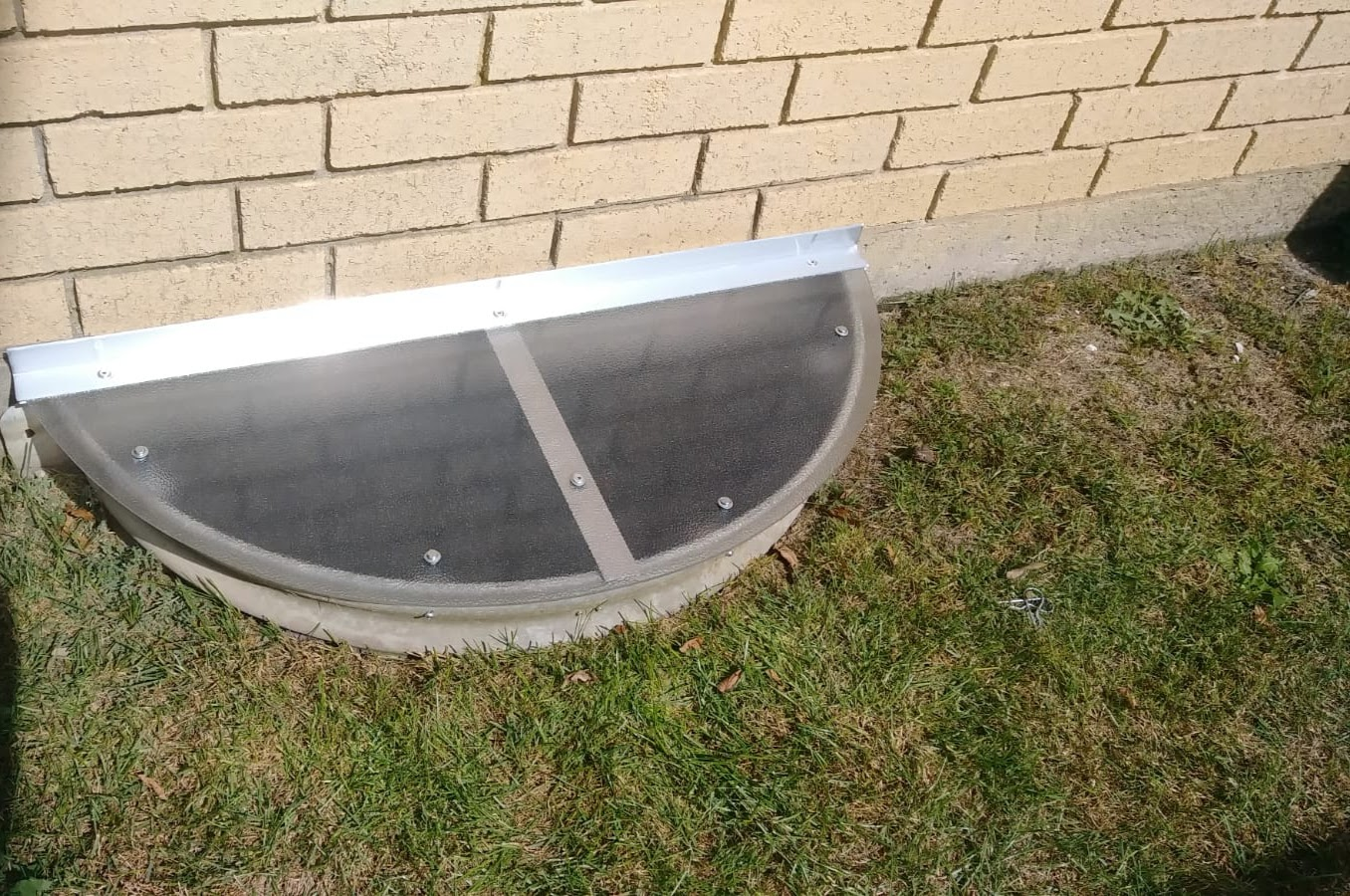 Vernon Hills, IL-HandyManny Custom Window Well Covers