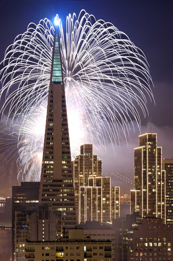 Transamerica-pyramid-freworks - A fireworks display on New Year's Eve behind the Transamerica building in San Francisco.