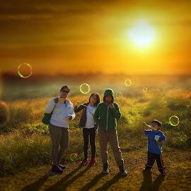 Summer sunset @ Curbar edge by Josue De Guzman - People Street & Candids ( sunset, family, bubbles, summer, meadows )