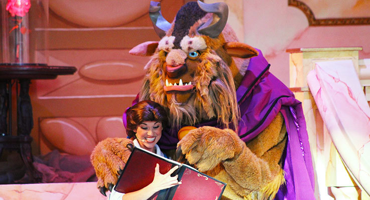 Your favourite Disney characters come to life on stage at Disney World!