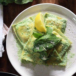Easy Arugula Cream Sauce with Ravioli