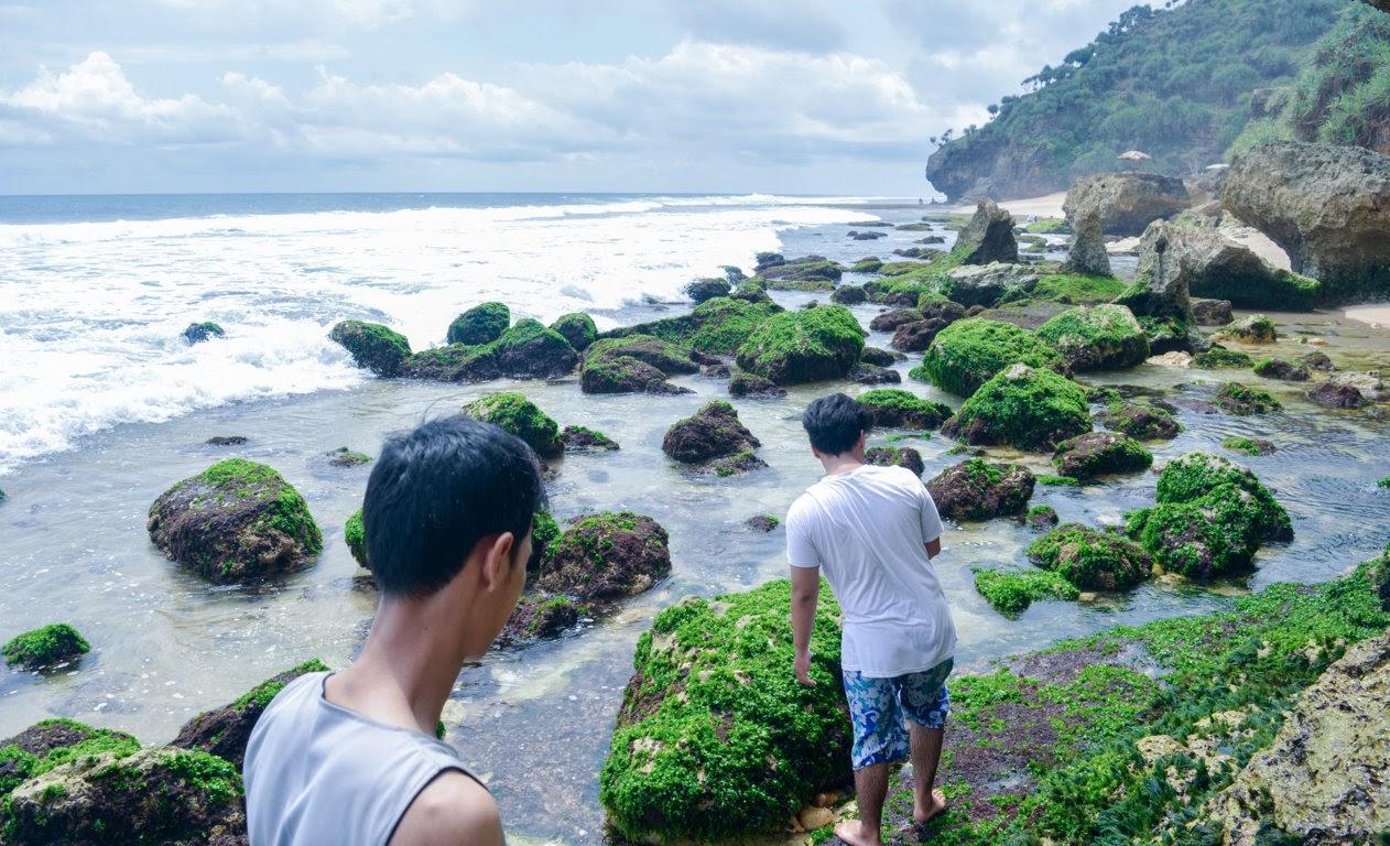 Jalur untuk melihat Air terjun kecil di Pantai Seruni