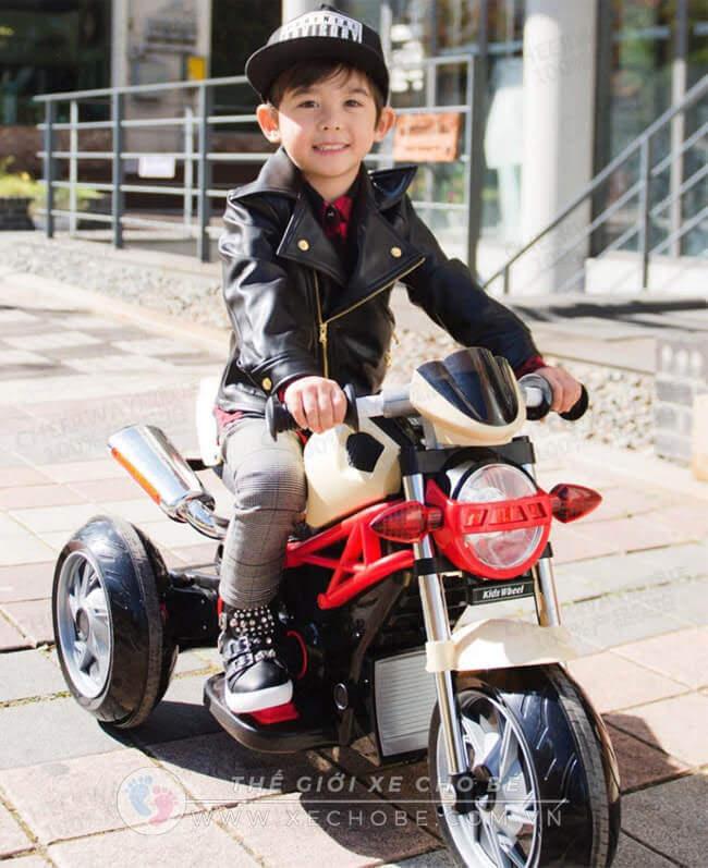 Xe máy điện trẻ em có điều khiển từ xa hay không 3