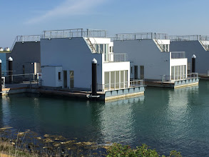 Photo: OstseeResort Olpenitz: Blick auf Steg 4 der Schwimmenden Häuser. Infos unter http://www.antares-olpenitz.beepworld.de