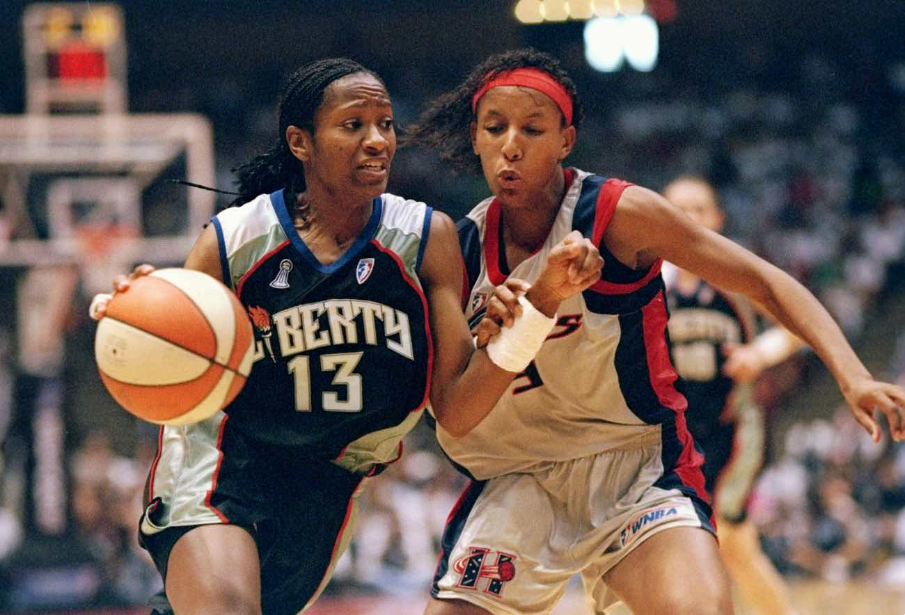 30 Aug 1997: Sophia Witherspoon of the New York Liberty (left) moves the ball as Janeth Arcain of the Houston Comets chases her during the WNBA championship game at The Summit in Houston, Texas. The Comets won the game, 65-51. Mandatory Credit: (Doug Pensinger/Allsport)