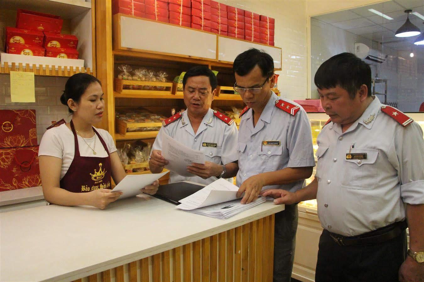 Đoàn thanh tra liên ngành tiến hành thanh tra cơ sở sản xuất, kinh doanh bánh trung thu trên địa bàn TP Vinh