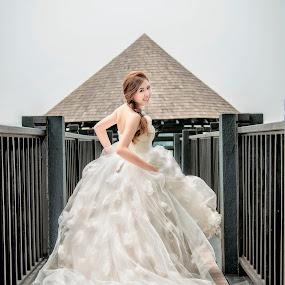 On my way by Ken Raven - Wedding Bride ( love, prewedding, wedding, bride, running )