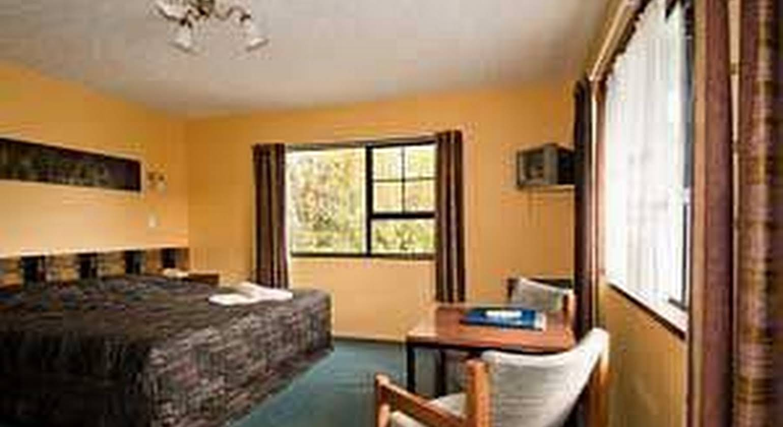 Glacier Gateway Motel