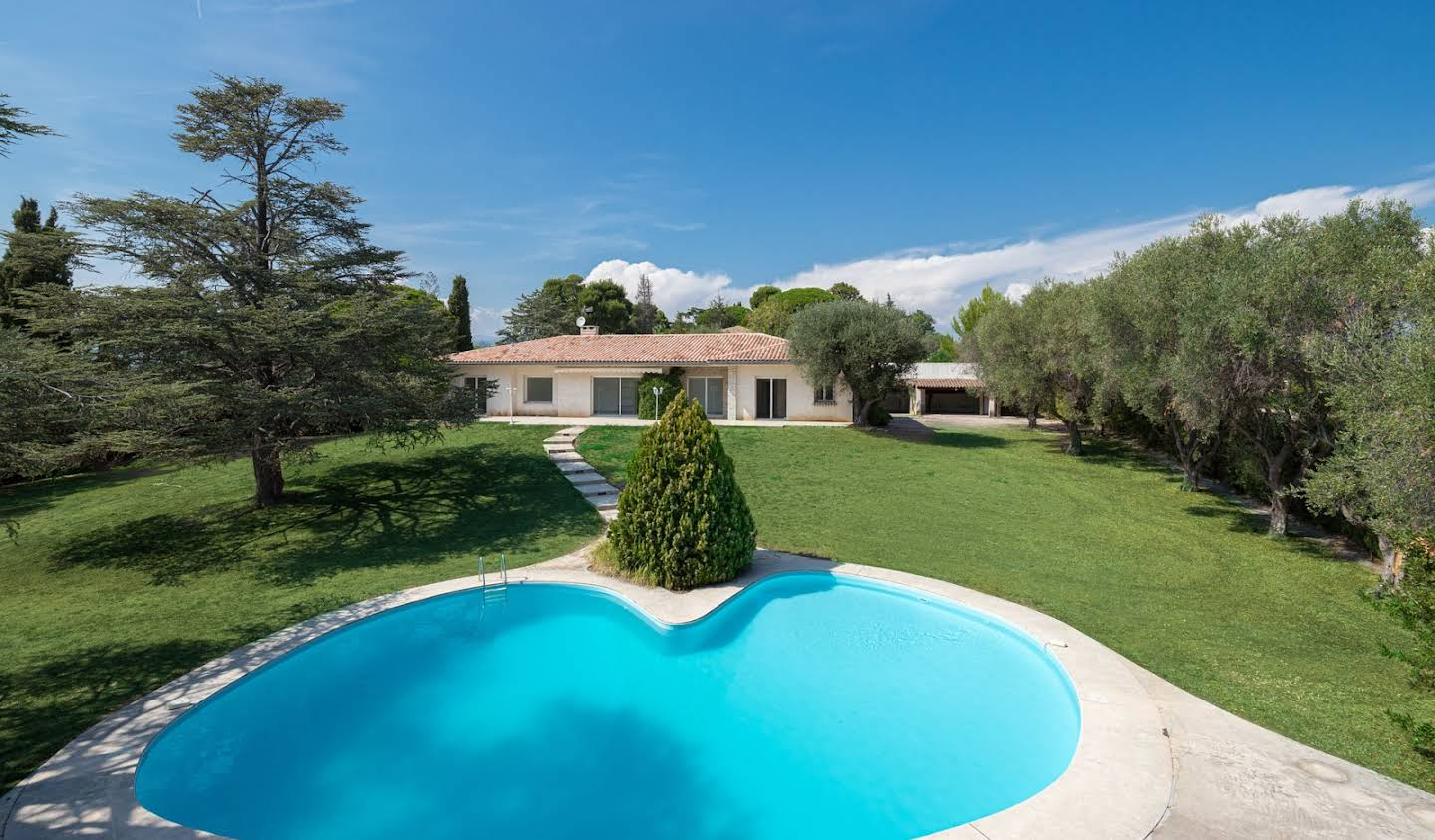 Villa with pool and garden Nice