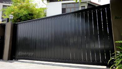 Photo: Sliding Gate (solid wood)