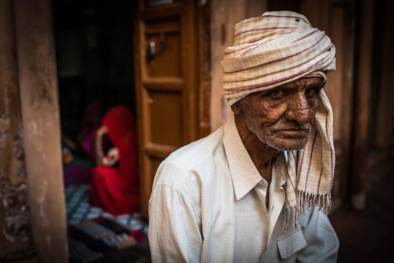 Un uomo. Varanasi di paola grassi