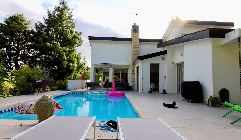 Maison avec piscine et jardin La Membrolle-sur-Choisille