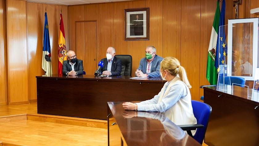 Firma de convenio con ASAJA para la mejora de sus oficinas en Cortijos de Marín.