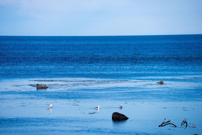 群青色の静かな海