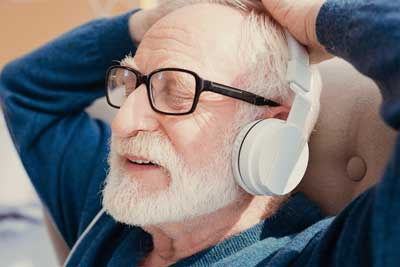 man with dementia listens to music
