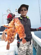 """Photo: おおー!絶好調の""""ナカシマさん""""タイラバでアラカブダブル!しかも良型サイズ!"""
