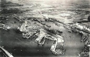 Photo: [1930 ©-verzameling Gemeentearchief Rotterdam CAT 1970-1851] - http://www.gemeentearchief.rotterdam.nl - overzicht Katendrecht met achterland.