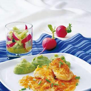 Hühnermedaillons in Krenkruste mit Spinat-Kartoffelpüree und Zwiebelsauce