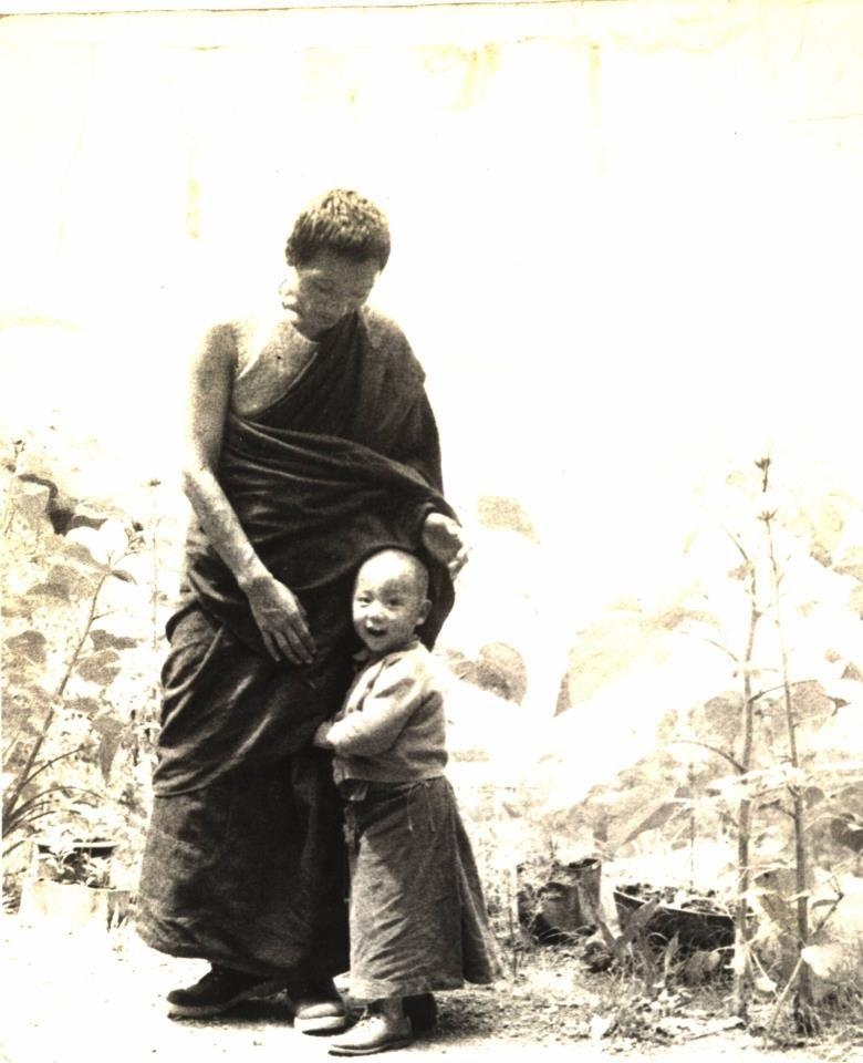 I:\1-PICTURE- o ngoai\1- H.H\HH (thuo nho)(resized)\HH12 and his father.jpg