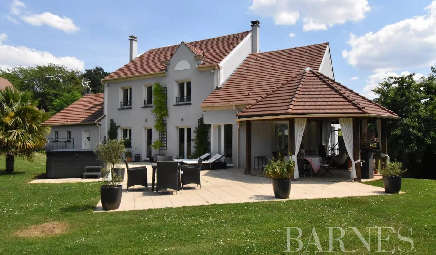 House with terrace Verrieres-le-buisson