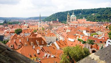 Photo: Punaisia kattoja Prahan linnan suunnalta nähtynä