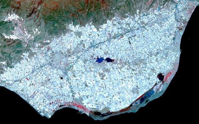 El mar de plástico, en una imagen del archivo de la NASA tomada en 2011.