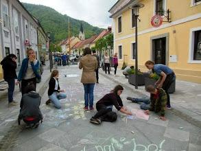 Photo: Gimnazijci ustvarjajo na Starem trgu v Slovenskih Konjicah.
