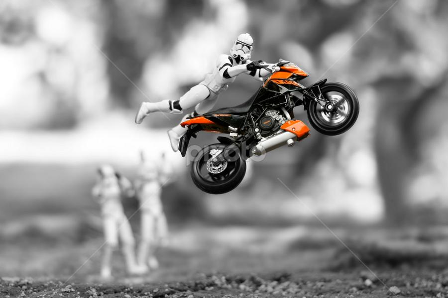 Stunt by Zahir Batin - Artistic Objects Toys