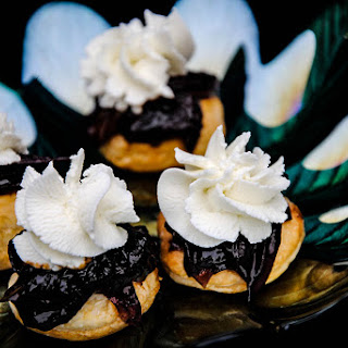 Red Wine Caramelized Onions And Goats Cheese Canapés
